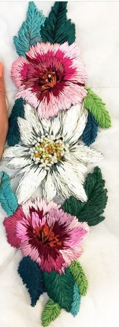 Ignacia Jullian beautiful hand embroidered flowers. Florals, bordado, arts and crafts, DIY