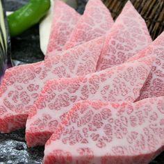 Wagyu Beef, Marbled Beef, Kobe Beef, Sushi Party, Good Food, Yummy Food, Steaks, Pork Chop Recipes, Gastronomia