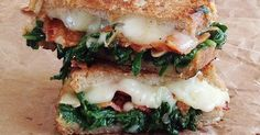 Do you want to eat extraordinary croque-monsieur? These 7 recipes will make you seriously hungry! - Do you want to eat extraordinary croque-monsieur? These 7 recipes will make you seriously hungry! Grilled Sandwich, Soup And Sandwich, I Love Food, Good Food, Yummy Food, Great Recipes, Dinner Recipes, Favorite Recipes, Cooking Recipes