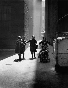 Wolf Suschitzky, Tenements London, 1936
