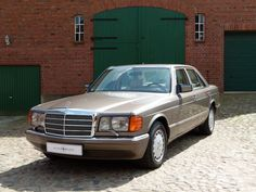 Mercedes-Benz 260 SE Middle aged Arabs love these things.