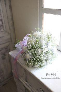 【かすみ草とブルーレースフラワーのブーケ】かすみ草とブルーレースフラワーの、透明感あるクラッチブーケ。インスタグラムブーケ、装花のデザインがご覧いただけます。☆装花・ブーケのデザインをもっとご覧になりたい方は・・・http://petit-soleil.wix.com/petit-soleil ウェディング会場装花、ブーケのお見積り・お問合せはコチラ会場装花・ブーケのデザイン集はコチラhttp://petit-soleil.wix.com/petit-soleil 「ウェディング会場装花」よく頂く質問はコチラ http://pe...