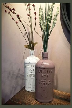 Empty Bottle Crafts - DIY whiskey bottle crafts ideas for old Jack Daniels bottles and any empty bottle - cute and easy farmhouse decor ideas! Whiskey Bottle Crafts, Alcohol Bottle Crafts, Alcohol Bottles, Alcohol Bottle Decorations, Snapple Bottle Crafts, Glass Bottle Crafts, Empty Liquor Bottles, Old Bottles, Reuse Bottles