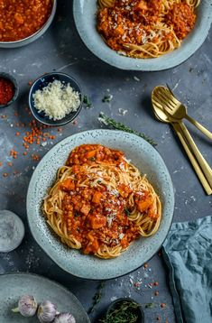 "Lentil Pumpkin Bolognese & ""Everything Vegetarian - The Book"" & Ge Linsen-Kürbis-Bolognes & ""Alles vegetarisch – das Buch"" & Gewinnspiel ⋆ Knusperstübchen Lentil and pumpkin bolognes & ""Everything vegetarian – the book"" & competition - Casserole Recipes, Pasta Recipes, Beef Recipes, Soup Recipes, Cooking Recipes, Healthy Meals For Kids, Easy Healthy Recipes, Easy Meals, Vegetarian Appetizers"