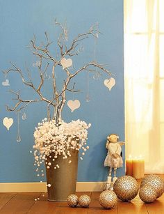 Indoor Hanging Christmas Decorations christmas home decor Noel Christmas, Christmas Ornaments, Rama Seca, Holiday Crafts, Holiday Decor, Branch Decor, Deco Table, Xmas Decorations, Diy And Crafts