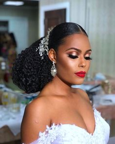14 Beautiful wedding hair accessories Munaluchi bride The single most renowned hair components for early Black Bridal Makeup, Bridal Makeup Looks, Bride Makeup, Wedding Hair And Makeup, Natural Hair Wedding, Natural Wedding Hairstyles, Long Bridal Hair, Wedding Veils, Bridal Headpieces