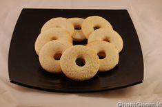 Biscotti alla panna     Ieri avevo voglia di preparare dei biscotti facili e veloci, ideali da servire con il the; la scelta è caduta su...