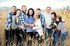 family of 9 photo poses Adult Sibling Photography, Large Family Portraits, Extended Family Photography, Large Family Poses, Family Portrait Poses, Family Posing, Photography Poses, Toddler Photography, Group Family Pictures