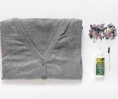 Como Decorar Blusas com Pedrarias - Passo a Passo e Inspirações   Revista Artesanato Gems, Sweaters, Fashion, Sequins, Recycling, Xmas, Ideas, Blouses, Embroidered T Shirts