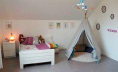 8 mois que nous sommes arrivés dans notre nouvelle maison. Nous nous sommes vite installés et nous avons vite pris nos marque. Nous aurons... Toddler Bed, Couture, Furniture, Home Decor, Creative Workshop, New Homes, Cat Breeds, Bedroom, Tricot