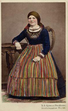 """Rosalie Sjöman (Swedish, 1833-1919) SE/NMF5249""""  Description  Svenska: Kolorerat porträtt av sittande kvinna i folkdräkt.Skåne.  1880-1910"""