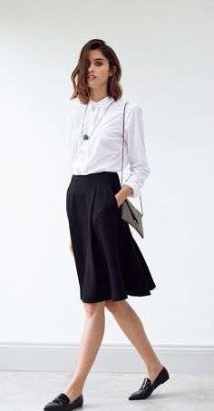 Featuring a pleated waist, pockets and a textured touch, this black Midi Skirt offers a hint of shimmer for your Christmas party outfit. Midi Flare Skirt, Black Midi Skirt, Timeless Fashion, Fashion Beauty, Spring Work Outfits, Oliver Bonas, Professional Outfits, Office Style, Office Fashion