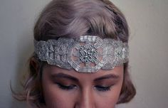 Three Glamorous DIY Gatsby-Inspired Headbands I could embroider my own using bugle beads and stiffen the cloth after, then cut and paste onto ribbon or whatever. Look Gatsby, Gatsby Style, Flapper Style, Art Deco Wedding, Wedding Crafts, Diy Wedding, Diy Headband, Headbands, Gatsby Headband