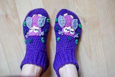 Owl slippers by Vendela Wikström. Free Swedish pattern on our blog.