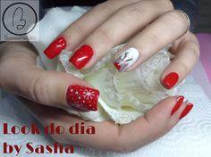Hoje no #lookdodia temos o trabalho da nossa Sasha Crane-Smith, apresenta umas unhas tipicamente natalícias, com nail art desenhado por a nossa técnica :) Para adquirir os artigos da imagem pode aceder ao nosso site: http://biucosmetics.com/ As cores utilizadas pode visualizá las no link abaixo: http://biucosmetics.com/so-blush.html http://biucosmetics.com/snow-1718.html