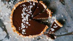 Pai med kokos og sjokolade | Godt.no Tiramisu, Bakery, Sweets, Ethnic Recipes, Desserts, Food, Pai, Tailgate Desserts, Deserts