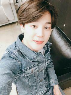 Y/N meets her bias Jimin at a BTS concert. but will BTS' directors/managers and the Korean society approve of you and Jimin's cultu. Jimin Jungkook, Bts Bangtan Boy, Namjoon, Hoseok, Mochi, Park Ji Min, Yoonmin, Jin Kim, Fake Love