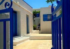 Waiting for the guest Greek Islands, Greece, Waiting, Mansions, House Styles, Beautiful, Home, Greek Isles, Greece Country