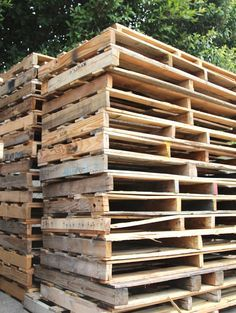 ALL About Pallet! - A Great Guide on where to find & how to select Pallets, plus pallet project ideas!   A Piece Of Rainbow