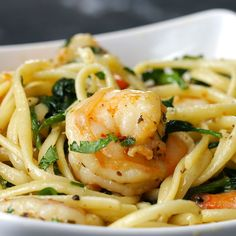 One-Pot Lemon Garlic Shrimp Pasta Servings: 4 INGREDIENTS 8 ounces linguine 2 tablespoons olive oil 8 tablespoons stick) unsalted butter 4 cloves garlic, minced 1 teaspoon crushed red pepper 1 ¼ pounds large shrimp Salt and pepper to. Low Carb Vegetarian Recipes, Cooking Recipes, Healthy Recipes, Healthy Drinks, Healthy Meals, Healthy Food, Shrimp Pasta Recipes, Seafood Recipes, Spinach Shrimp Pasta