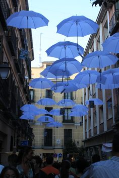 From a street in Madrid... a simple way to enliven a street and add some color