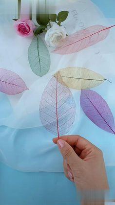 Paper Flowers Craft, Paper Crafts Origami, Fabric Flowers, Paper Folding Crafts, Diy Flowers, Diy Crafts Hacks, Diy Crafts For Gifts, Diy Arts And Crafts, Cute Crafts