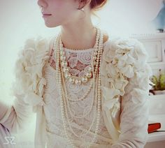 pearls.. so romantic and chic!
