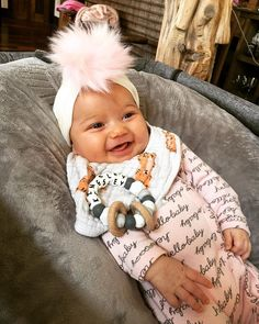 Country music star Kane Brown's baby girl, Kingsley Rose Brown, is only five months old--- but she's living the good life! Just look at her nursery! Best Country Music, Country Music Artists, Country Music Stars, Country Singers, Kane Brown Songs, Kane Brown Music, Chunky Babies, Brown Babies, Celebrity Singers