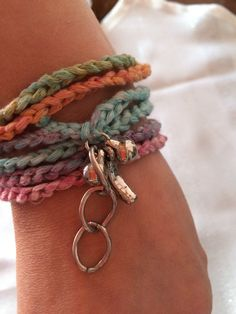 *** gehäkeltes Armband - Batikfarben -  ***