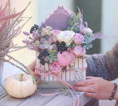 Lilac 💜💜💜, гортензия, куркума, роза лейс и латирус в сиреневой лаковой коробке. Изыскано и свежо. @lathyrus.lavka #lilac #lathyrus #flowers… Flower Box Gift, Flower Boxes, Pastel Bouquet, Envelope Box, Crepe Paper Flowers, Table Flowers, Diy Cards, Floral Arrangements, Crates