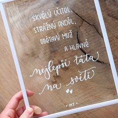 Dnešek patří všem tatínkům.  #pismenazatisiceslov . . . #denotcu #dentatinku #krasopsaní  #signs #acrylicsigns #handlettering #calligraphy #whiteinkpen #poscapen #poscapensart #moderncalligraphy #fathersday Instagram