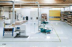 Auf einer Produktionsfläche von 2700m2 realisieren wir gemeinsam mit renommierten Architekten, Designern und privaten Bauherren weltweit Komplettlösungen für höchste Ansprüche.  Fotograf: Paul Ott, Graz Designer, Basketball Court, Architects, Graz