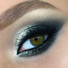 You should never underestimate the beauty of green eyes, especially if you know perfect ways to enhance it. And that is what we are here for!  #makeup #makeuplover #makeupjunkie #eyemakeup