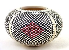 Delicate seed pot by Veronica Melendez. This attractive  olla  has a very nice geometric design painted with amazing precision. Mata Oriz, Mexico