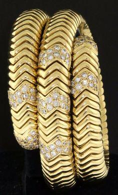 Heavy 18K gold amazing 4.82CT diamond cluster flexible snake wrap bracelet