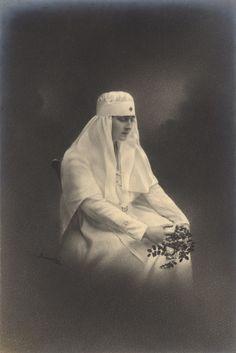 Princess Elisabeth of Romania later queen of Greece Princess Alexandra, Princess Beatrice, Greek History, Princess Victoria, Greece, Queen, Statue, Royals, Descendants