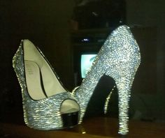 love the peep toe:)