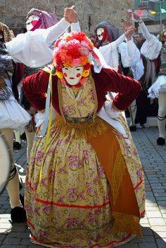 Greek Traditional Dress, Traditional Outfits, Dance Costumes, Greek Costumes, Carnival Masks, Folk Dance, Alexander The Great, Folk Costume, Masquerade