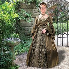 The Cornwall Gown - renaissance medieval dresses. Lovely and unusual color choice.