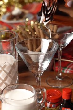 Looking for an easy Christmas cocktail recipe? Cheers to the holidays with this delicious and festive Eggnog Martini that takes only 4 ingredients! Sprinkle on extra nutmeg for the perfect garnish. Christmas Cocktails, Christmas Appetizers, Holiday Cocktails, Christmas Martini, Christmas Cocktail Party, Christmas Decorations, Christmas Desserts, Christmas Cookies, Christmas Ideas