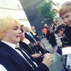 You okay, Gee? Plus i can't get over the little kid with a killjoys poster in the backround ;(