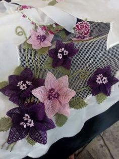 This Pin was discovered by ınc Material Flowers, Fabric Flowers, Needle Lace, Needle And Thread, Crochet Flowers, Crochet Lace, Crochet Bag Tutorials, Lace Art, Point Lace