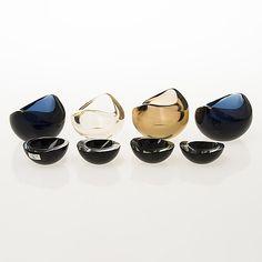 "KAJ FRANCK - Glass bowls 'KF and ashtrays ""Kastanja"" KF 211 for Nuutajärvi Notsjö, Finland. - Bowls length cm and ashtrays Ø cm. Glass Design, Design Art, Glass Bowls, Bukowski, Midcentury Modern, Finland, Modern Contemporary, Rolex, Decorative Bowls"