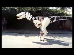 Watch this Brazilian Dino maker Fábio Silva jump into character in his own full-sized RAPTOR SUIT! Dinosaur Suit, Dinosaur Costume, Cosplay Tutorial, Cosplay Diy, Cosplay Ideas, Puppet Costume, Dragon Puppet, Dragon Costume, Animal Costumes