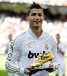 Who is Cristiano Ronaldo? best life story for Who is Cristiano Ronaldo? He is youthful, he is renowned, he is a football Superstar, he is Cristiano Ronal. Cristiano Ronaldo Bilder, Cristiano Ronaldo Hd Wallpapers, Cristiano Ronaldo Haircut, Cristiano Ronaldo Shoes, Juventus Wallpapers, Ronaldo Real Madrid, Handsome Football Players, Soccer Players, Ronaldo Pictures