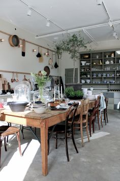 Decorating Ideas For The Kitchen Walls is categorically important for your home. Whether you choose the Kitchen Color Ideas For Walls or Kitchen Decor Ideas Decoration, you will make the best Decorating Ideas For The Kitchen Walls for your own life. Cosy Kitchen, Kitchen Dining, Kitchen Decor, Kitchen Walls, Dining Room Inspiration, French Decor, Dream Decor, Interior Design Kitchen, Interior Livingroom