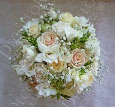 Virágdekoráció, menyasszonyi csokor, esküvői dekoráció, karácsonyi dekoráció