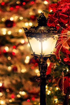 Holiday lamp post
