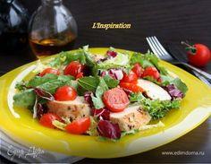 Легкий салат из курицы и черри под апельсиновым соусом Приготовьте на ужин вкусный легкий салат с куриным филе, помидорами черри и апельсиновой заправкой. Чтобы мясо получилось ароматным, натрите каждый кусочек специальной смесью и обжарьте до готовности. Полейте салат соусом из апельсинового сока, оливкового масла и специй. Приятного аппетита! #готовимдома #едимдома #кулинария #домашняяеда #салат #легкий #куриное #филе #грудки #апельсиновый #соус #помидоры #черри #вкусныйсалат #ужин