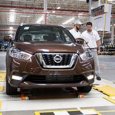 Nissan Kicks 2017: fábrica de Resende completa três anos Marca japonesa completou o terceiro ano de produção em Resende (RJ) que agora também produz o Kicks terceiro modelo feito na unidade que transformou a fábrica num polo fornecedor para oito países da América Latina.  Os primeiros veículos foram o compacto March e o motor 1.6 16V flexfuel em 2014. Menos de um ano após o início das atividades a Nissan começou a produzir também o motor 1.0 12V de três cilindros e o sedã compacto Nissan…